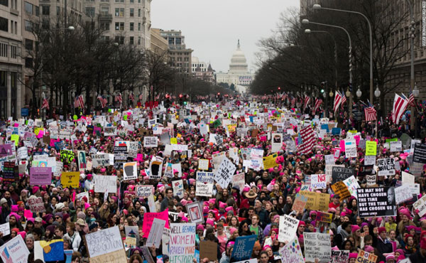 Multitudinaria marcha de mujeres en Washington contra Trump