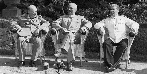 Postdam (en las afueras de Berlín), 1945. Se reunieron Churchill, Truman y Stalin y pactaron las «esferas de influencia»