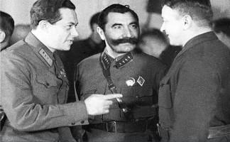 De izquierda a derecha los lideres militares sovieticos Semyon
